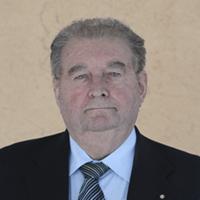 Hans E. Rüth